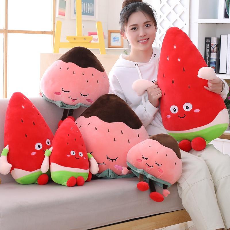 日韓熱賣水果抱枕西瓜毛絨玩具草莓抱枕布娃娃蘑菇抱著睡覺的公仔送女生