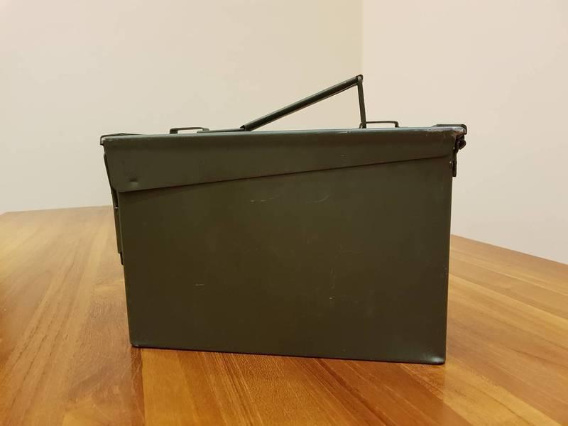 美軍正規7.62彈藥箱- 無凹陷! 彈藥箱 有一面 顏色較偏黑 狀況如照片