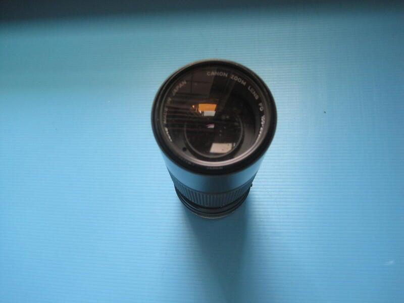 Canon  Zoom Lens FD 100-200mm 1:5.6手動對焦定焦標準鏡頭 有點霉班需整理如圖
