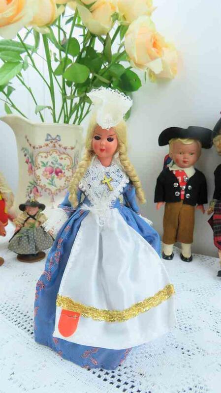 紫丁香歐陸古物雜貨♥ 瑞士 vintage SCHWYZ什維茲 藍色洋裝娃娃
