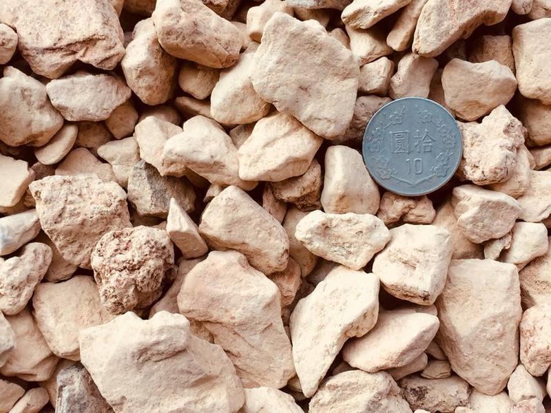 【珪藻石(矽藻土粒)】30公斤粗粒原裝包特價1800元(含運費)!