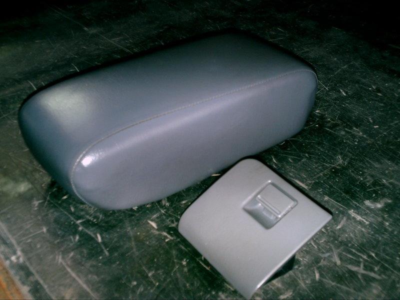TOYOTA 豐田 1993年式 Camry 冠美麗灰色中央扶手和零錢盒