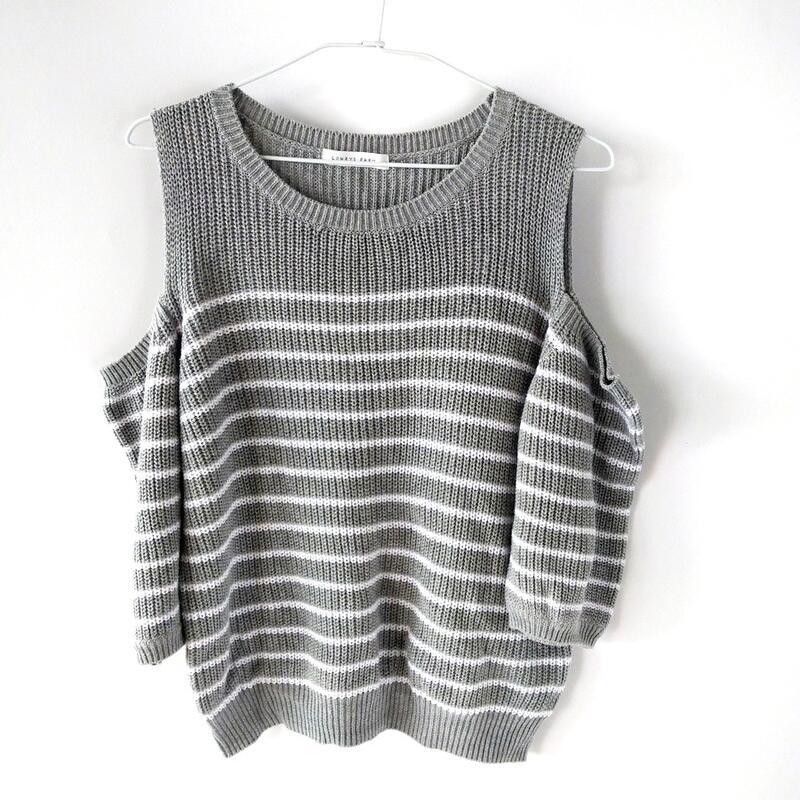 201102品牌lowrys farm灰白條紋露肩毛衣 L