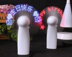 [含稅]diy閃字迷你小風扇學生旋轉led顯示電扇表白求婚禮物神器像搖搖棒