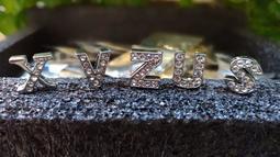^.^飛行屋(全新品)達文西水鑽手機吊飾~替換字母~英文字母/水鑽字母/ABC字母 中空/可做項鍊.吊飾手工材料.裝飾