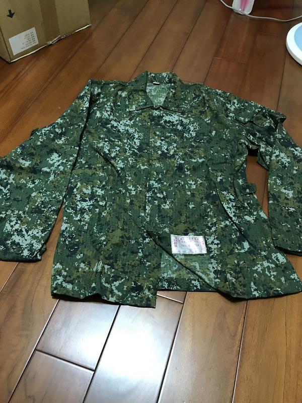 全新空軍藍色工作服、數位迷彩服、空軍運動外套、軍便服、軍便褲、數位迷彩長袖內衣、氣墊皮鞋