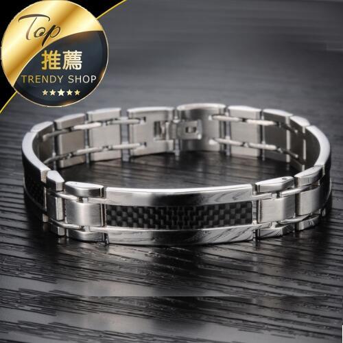 《現貨 簡約碳纖維造型》韓版鈦鋼手環 白鋼手環  男生手環 手環 可調節長度【SW0GS741】