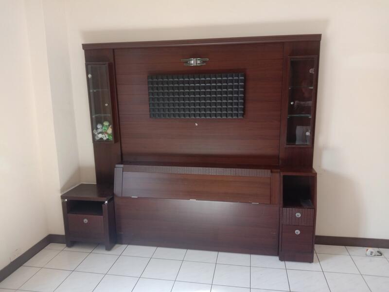 胡桃木色全面牆床頭櫃組H03518 快樂福2手倉庫2手傢俱台中市有實體倉庫歡迎參觀 商品皆為自取價-(請先聊聊詢問運費)