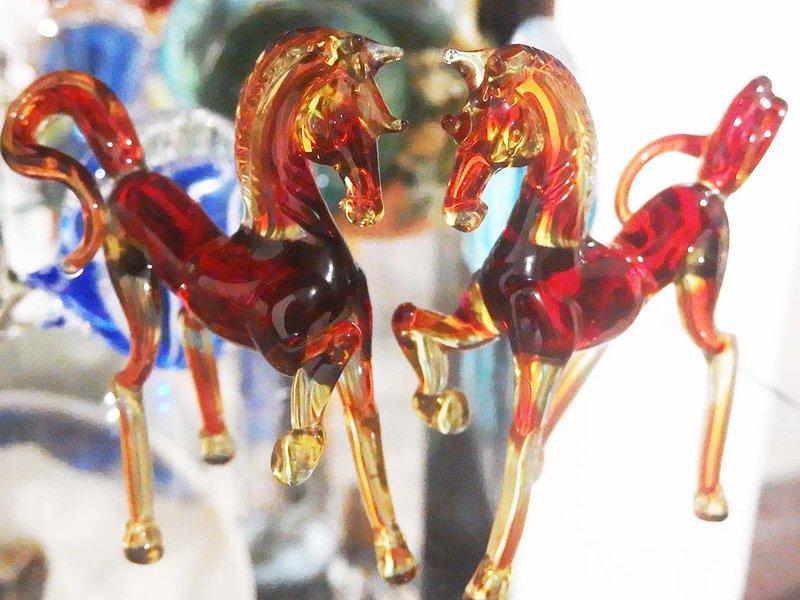 玻璃水晶馬 二隻一起賣 !  特價出清!