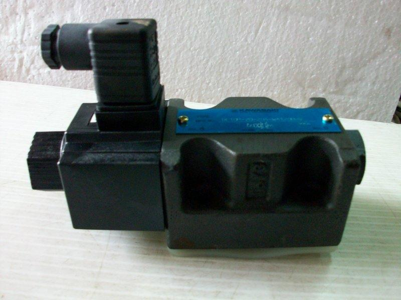 KAWASAKI 重工 DE10P-20-204-WA120B-V 油壓電磁閥 對通 3分
