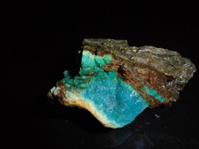 註213 台灣藍寶/藍玉隨  藍寶石 原礦      美石  東海岸玉石 花東玉石
