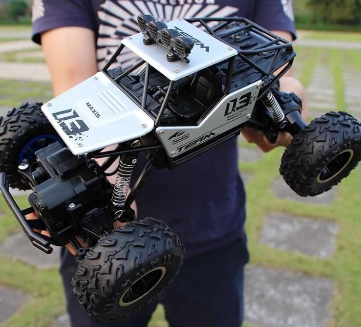 現貨特價$650~充電玩具--大號合金版遙控車 28CM 漂移越野車 四驅攀爬大腳車 高速賽車 充電玩具汽車