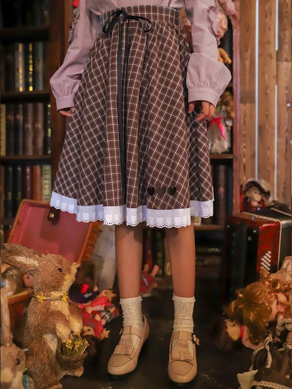 【晨曦貓】日系森林系 復古奶茶格子大裙擺布蕾絲拼接及膝中裙 SN-90596
