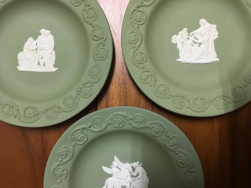 摩登柑仔店-Wedgwood Jasper-葡萄藤邊希臘神話三片綠色碧玉浮雕裝飾碟煙灰盤