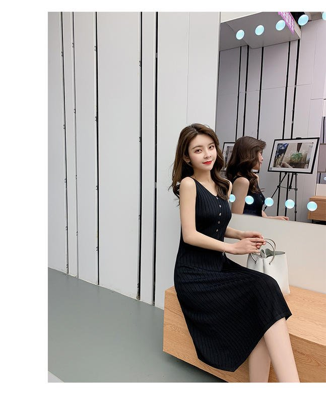 韓版鈕扣V領慵懶背心裙寬鬆一個字大擺針織連衣裙 2色 NT$790尺寸:均碼