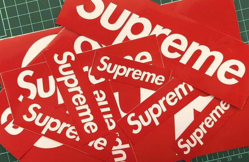 Supreme紅底白字樣亮面貼紙/防水貼紙/可貼筆電手機殼安全帽行李箱