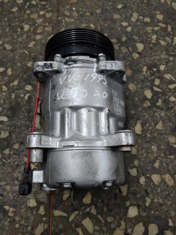 福斯 VW VENTO 1992 2.0 cc 冷氣壓縮機 報廢車 零件車  二手 中古( 螺絲)請看拍賣檔案商品說明
