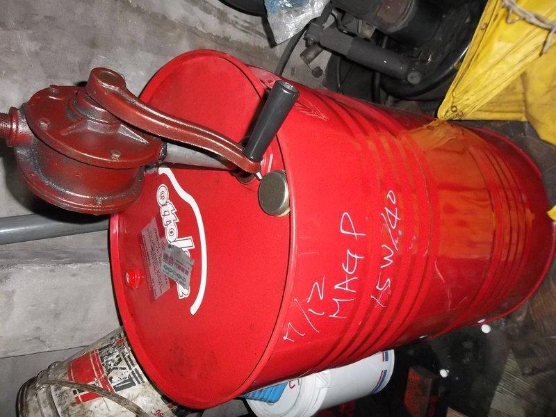 50加侖 200L  機油桶 汽油桶 裝一次機油 極新 (蓋子)產品說明