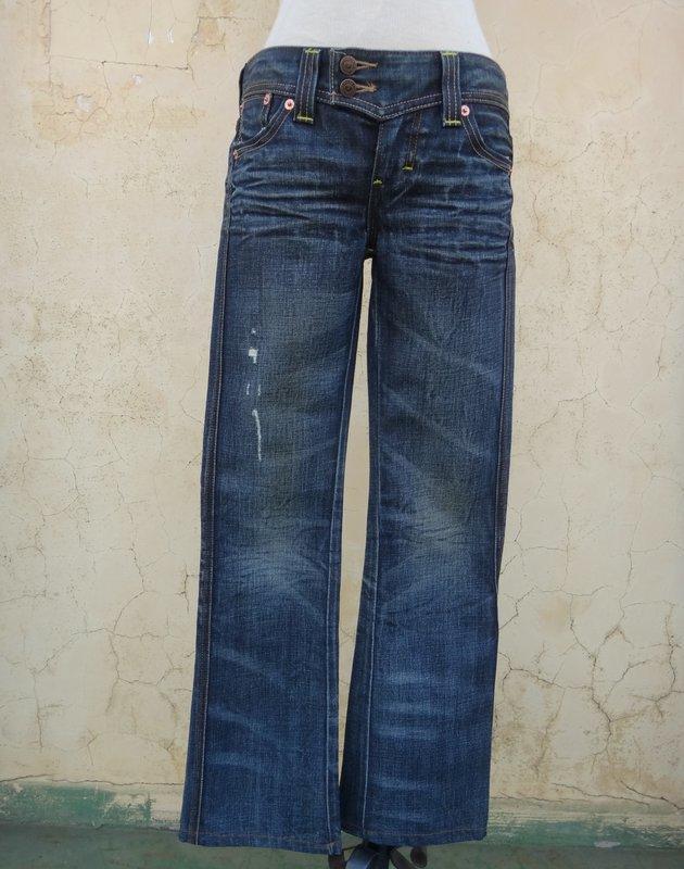 楹 ~ 正品 Levi's Marissa 小喇叭牛仔褲 size: 26
