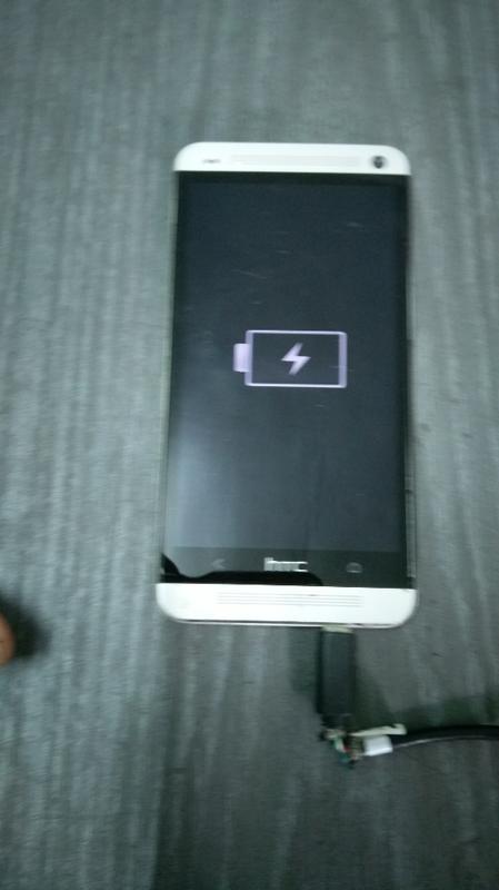 HTC One 801e (M7)可充電.開機如圖..零件機販售.售出不退