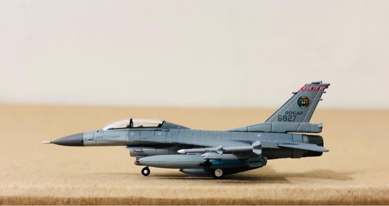 1/200 ROCAF 中華民國國軍 F-16B 嘉義空軍基地 第455th聯隊 編號6827 HG6382