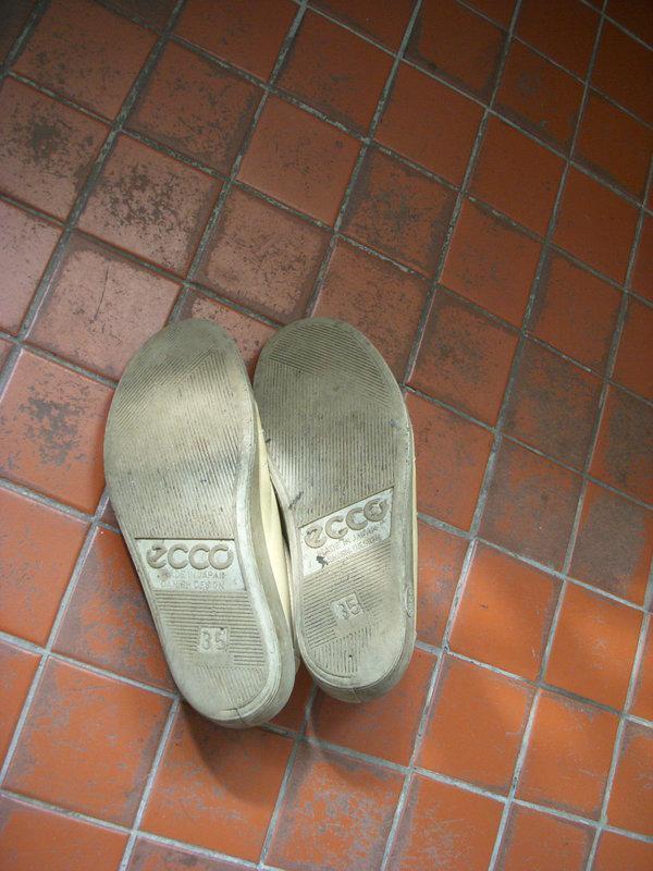 ecco 日本製 土黃色 女款 休閒鞋 真皮 包鞋 走路鞋 平底鞋 35號