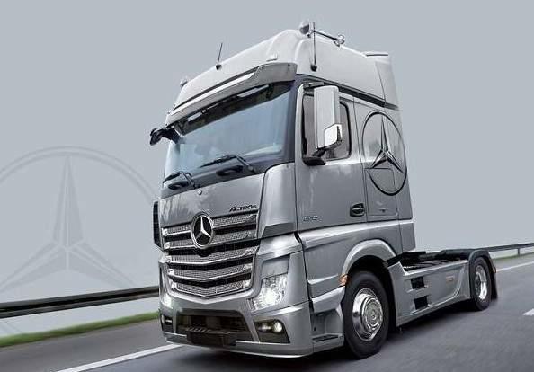 賓士新拖車頭 ITALERI 1/24 Mercedes Benz Actros MP4 Gigaspace #3905