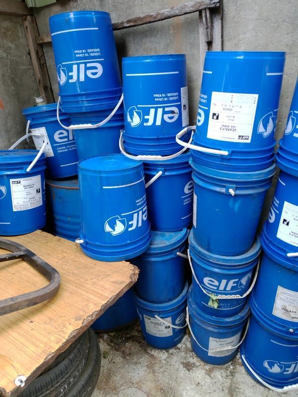 塑膠水桶  水桶 塗料桶 廚餘桶 塑膠提把 密封水桶 蓋子可拆開 20l 二手 中古 裝一次機油( 蓋子) 商品說明