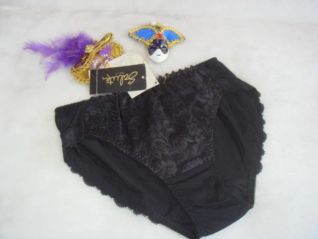 《Angela》華歌爾/莎露/Salute黑色內褲【M】~$299元(原價$980)