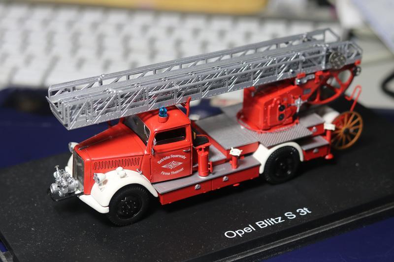 Schuco 1:43 Opel Blitz S 3t Fire Ladder Truck 消防車展示模型
