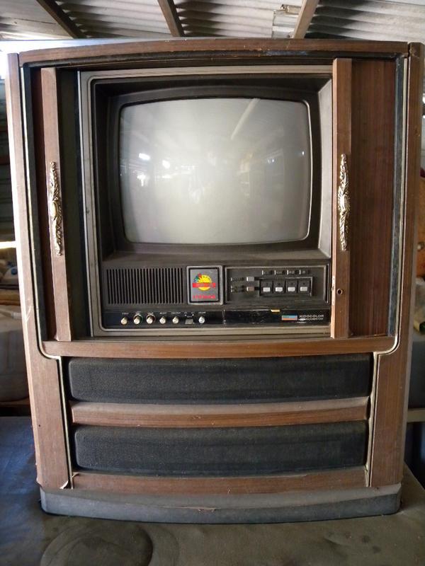 日立家電台灣製 古董映像管電視 含鎖頭木拉門 拍片道具˙難得老東西˙賣給內行喜歡收藏懷舊的你˙僅此一家˙別無分號˙買到賺