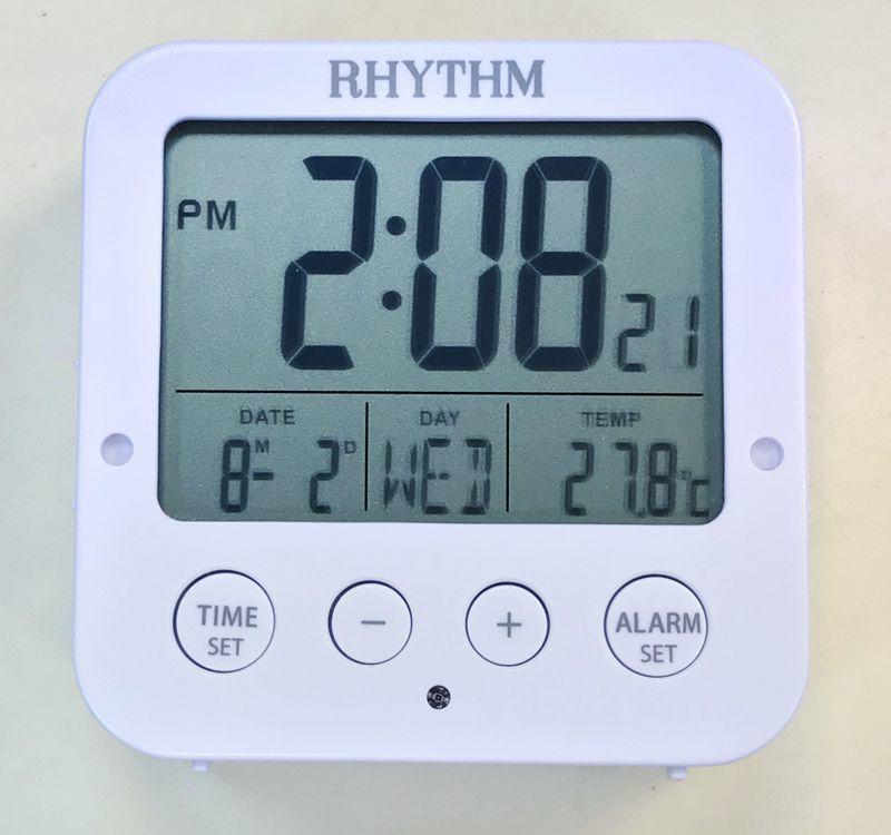 RHYTHM CLOCK 麗聲白色方型液晶日期星期貪睡雙鬧鈴溫度自動感光照明冷光鬧鐘 型號:LCT082NR03