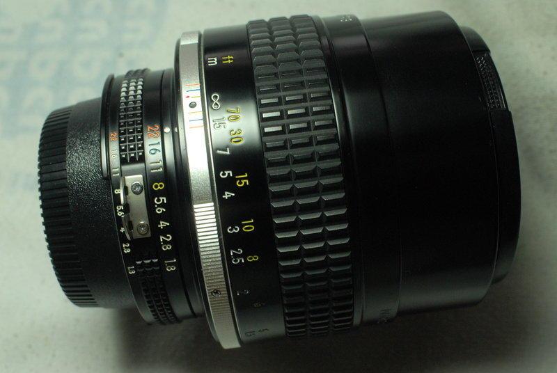 頂級銘鏡:Nikon 原廠 [ Nikkor AIS 105mm F1.8 手動人像銘鏡 ]。(最大光圈頂級 FM2 FM3a F3 D300 D3
