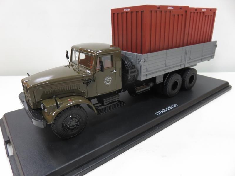 宗鑫貿易 1/43 Herpa 83SSM1149 KRAZ -257B1 軍用卡車 附底座展示盒