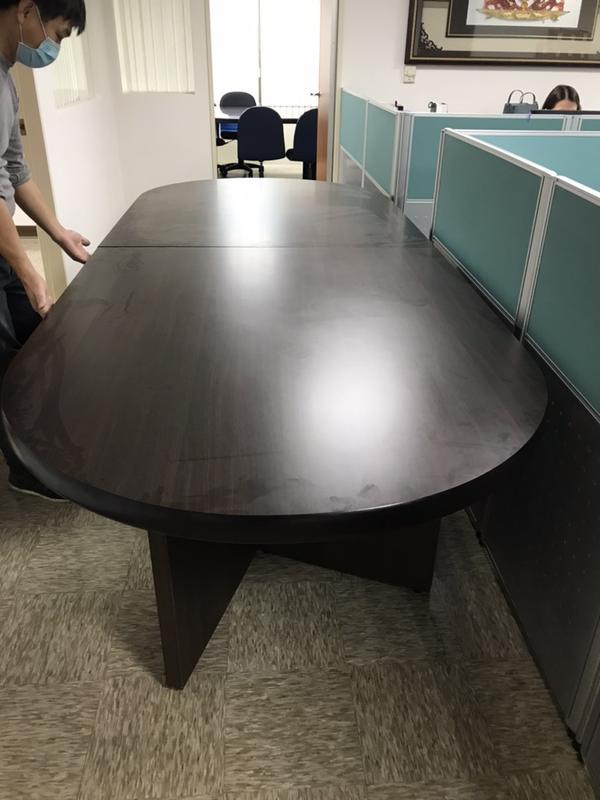 9成5新的會議桌