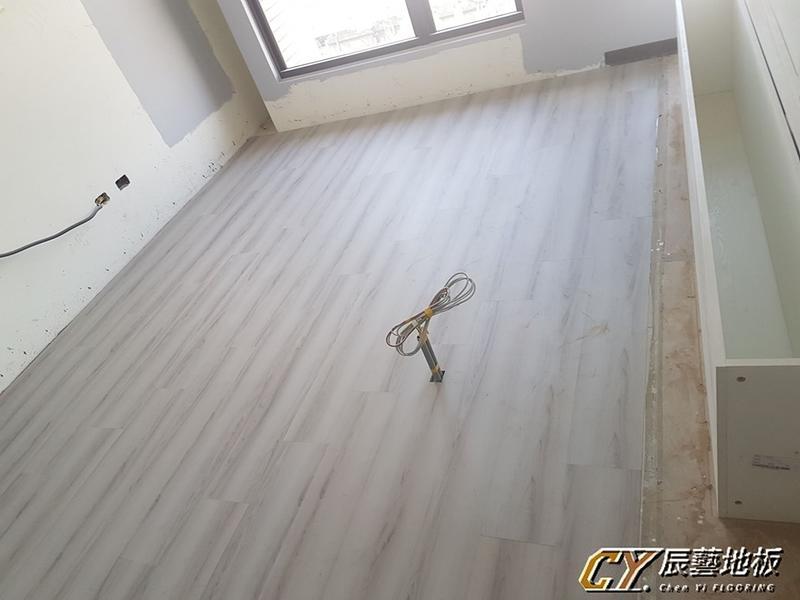 案場實例 龜山復興二路(林口A8棧) 6.4吋 超耐磨地板-霜降