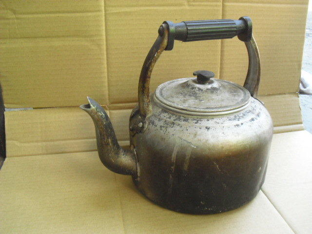 (已報廢,現為擺飾道具,超有味的道具!.)早期造型奇特鋁製茶壺擺飾道具,非供食器使用,限懷舊收藏擺飾道具