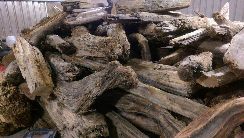 台灣檜木桌丶檜木椅丶檜木台座丶訂製品丶檜木精油,有興趣者,歡迎聯絡或留言丶傳Line:0933221123