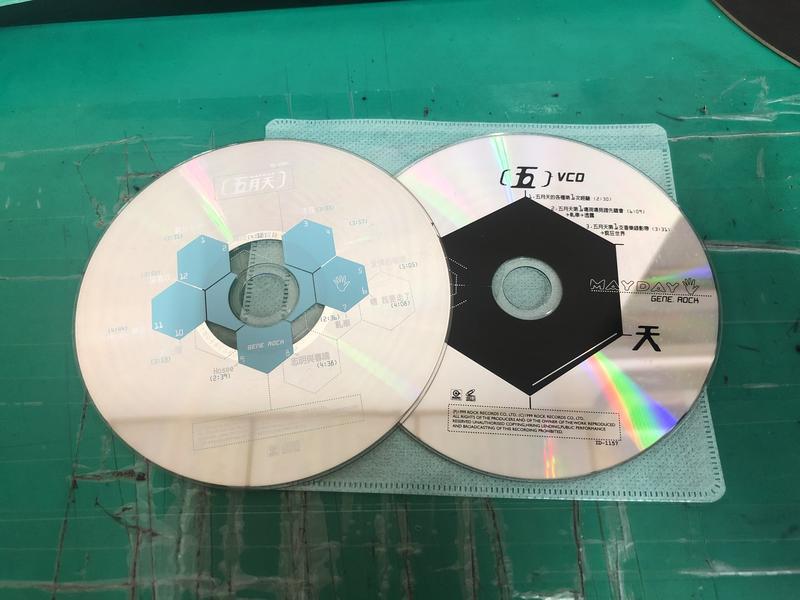 2片合售 二手裸片 CD 專輯 五月天 第一張創作專輯+第一現場VCD 瘋狂世界 志明與春嬌 滾石 <Z47>