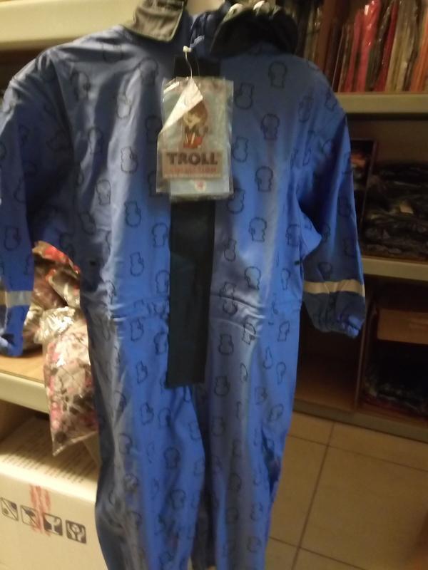 ◎倉庫特價出清。歐洲品牌 兒童 風雨衣 防潑水 玩耍褲 防風雪褲 M碼 4-5T