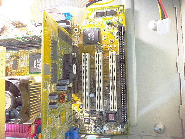 露天二手大賣場 微星MS-6198 ISA P3 370 電腦主機 Windows 98 DIY軟體 品號 6198