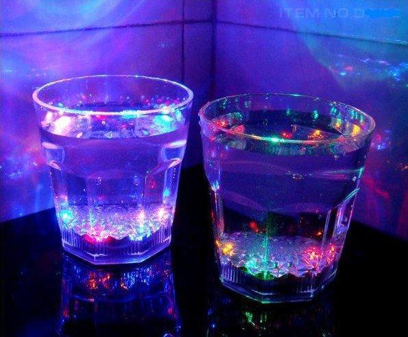 倒水就亮感應冷光水杯酒杯水感杯子LED閃光水杯