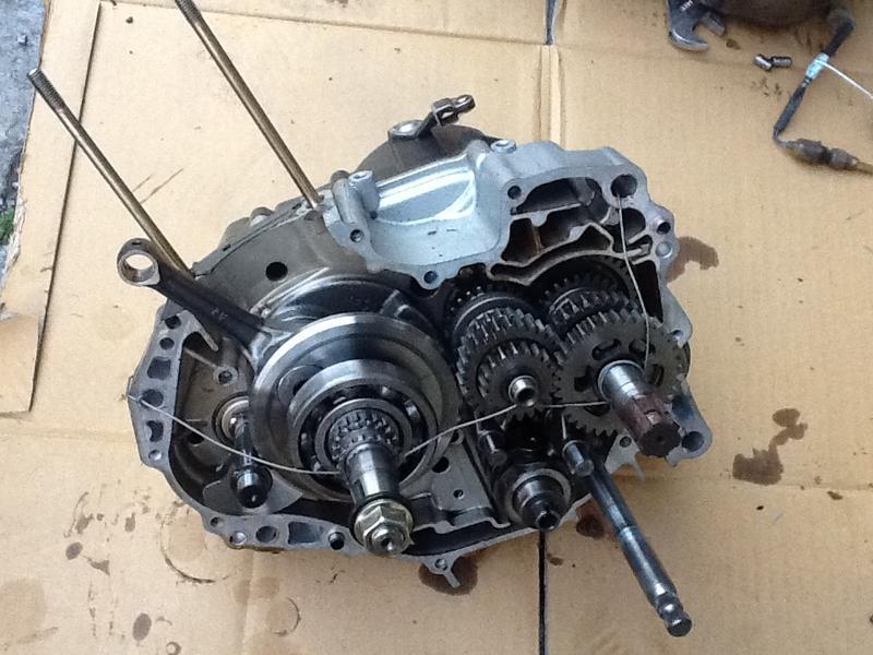 AEON 宏佳騰MY150 變速箱總成右半部,含變速齒輪組,曲軸,離合器等,如圖物品