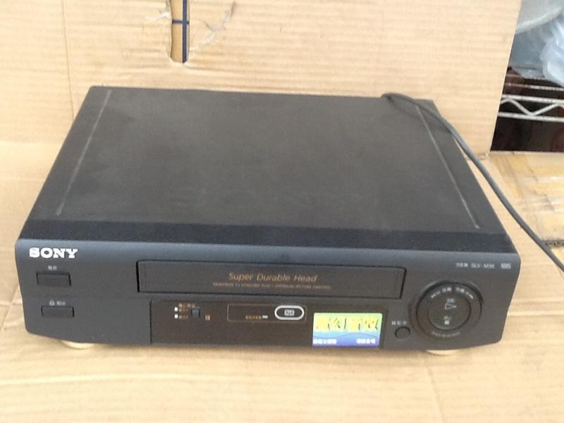 早期SONY. VHS錄放影機擺飾,末代VHS,故障研究機,非供電器使用,僅供收藏道具擺飾