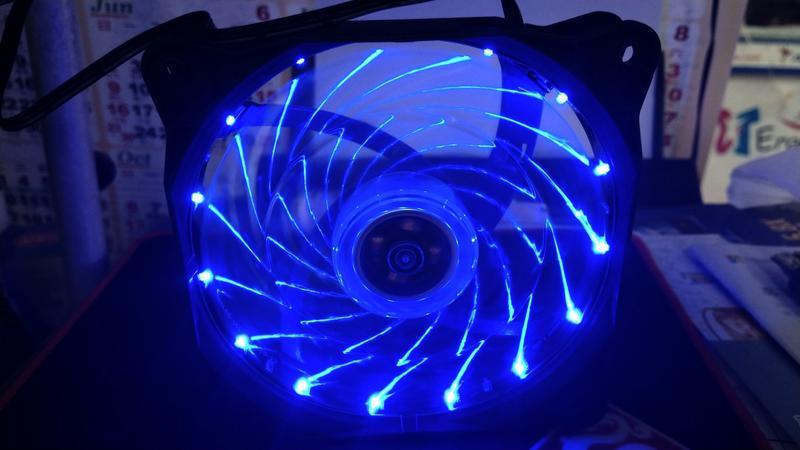 [羊咩咩3C] 桌機用機殼風扇 12cm *12公分藍光風扇 內建15顆藍光LED 流光風扇