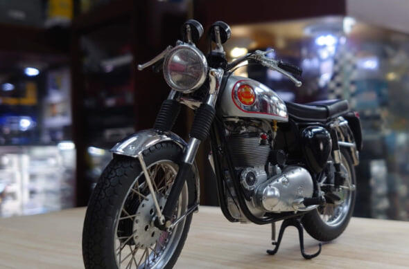 minichamps 1/10。BSA 900C 1968。無盒