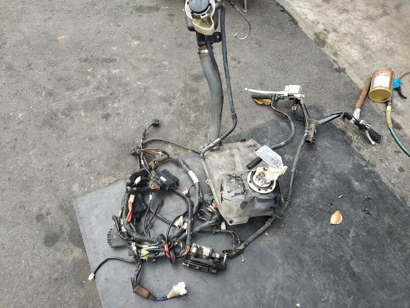 三代 勁戰 零件車 碼表後蓋 車手 油缸 卡鉗 後扶手 後燈 後避震 方向燈 坐墊 排氣管 置物箱 內箱 空濾