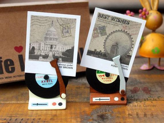 ◎私房角落【IAA0011】可愛留聲機造型原木留言夾/名片夾/2色可挑/黑膠唱片相片座/唱盤相片夾Zakka拍立得木質