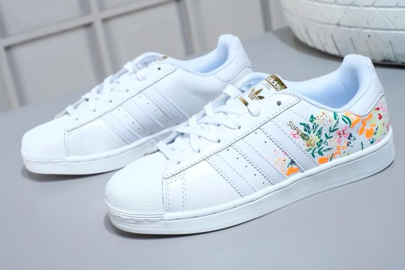 énorme réduction 24994 9bc2b [鯨挑細選]adidas Superstar Flower Embriodery #DB3495 女生休閒鞋 花卉刺繡