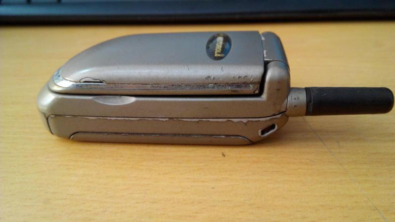 (致5代) 早期摺疊手機 收藏用 MOTOROLA v3688x單手機 無其他配件 未測試不擔保瑕疵 歡迎自取~